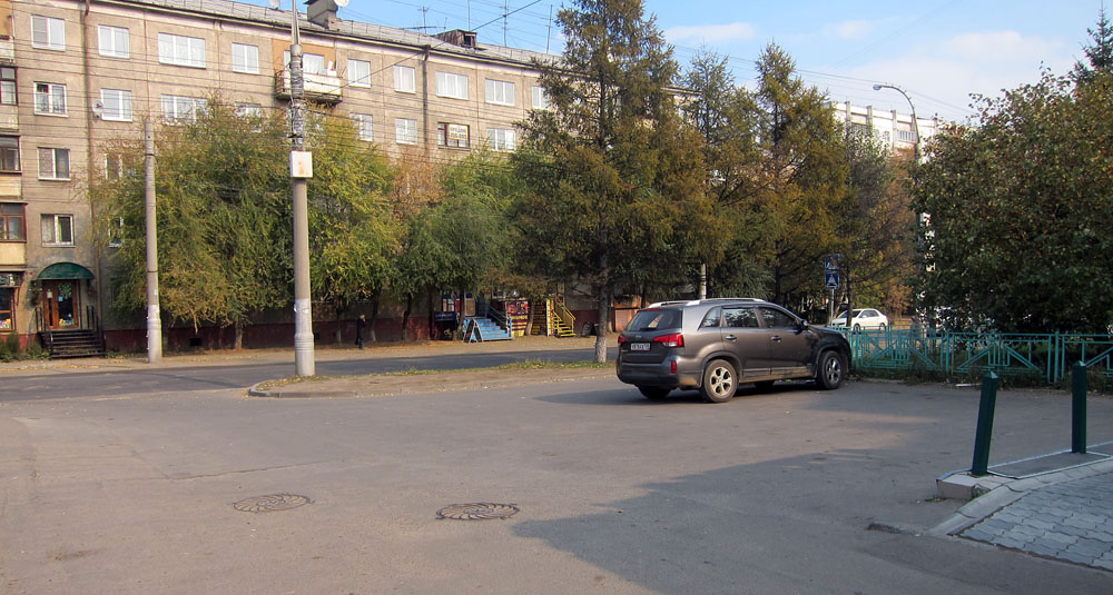 Парковочные места у офиса на Академической