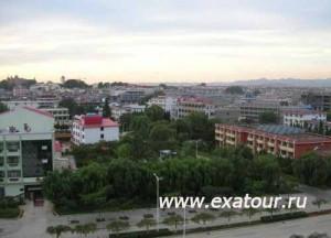 Бэйдайхэ-с-балкона-гостиницы-Яньшань-500x360